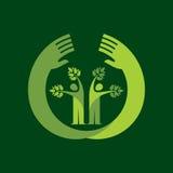 Mänsklig hand- & trädsymbol med gräsplansidor - ecobegrepp Royaltyfri Bild