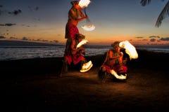 Mänsklig pyramid av branddansare Arkivbild