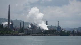 Mänsklig vård- port och giftgas för miljöbelastningfabrikshav lager videofilmer