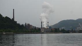 Mänsklig vård- port och giftgas för miljöbelastningfabrikshav stock video