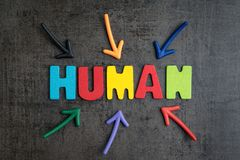 Mänskliga jobb som byts ut av robotmedvetenhetbegreppet, åtskillig pil Arkivfoton
