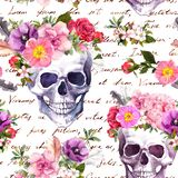 Mänskliga skallar, blommor för Dia de Muertos ferie Sömlös modell med skriftlig text för hand vattenfärg stock illustrationer