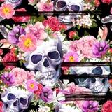 Mänskliga skallar, blommor för Dia de Muertos ferie Upprepa modellen på svart bakgrund med färgpulverband vattenfärg stock illustrationer