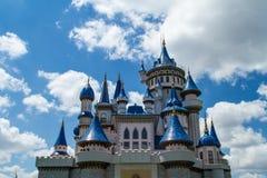 Märchen-Schloss im Park Stockfotografie