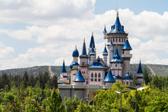 Märchen-Schloss im Park lizenzfreies stockfoto