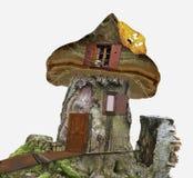 Märchenhaus des Stumpfs mit Fenstern, Spinnennetz und Blatt Stockbild