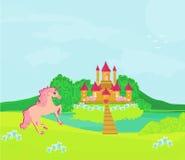 Märchenlandschaft mit magischem Schloss und Einhorn Lizenzfreie Stockbilder