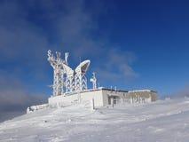 Märchenwald, schneebedeckte Ansicht, die Landschaft in den Bergen Stockfoto
