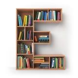 Märka E Alfabet i form av hyllor med isolerade böcker Royaltyfri Fotografi