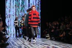 Märke som Catwalk i Mercedes-Benz Fashion Week Istanbul Royaltyfri Fotografi