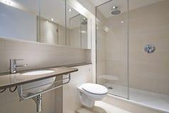 märkes- modern wash för handfatbadrum Arkivbilder