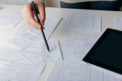 Märkes- skapande mobil svars- website för rengöringsduk Royaltyfria Bilder