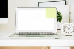 Märkes- skrivbord med bärbara datorn Royaltyfri Fotografi