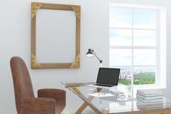 Märkes- skrivbord med en bärbar dator Royaltyfri Bild