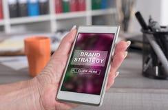 Märkesstrategibegrepp på en smartphone royaltyfri fotografi