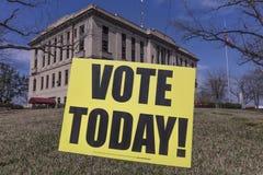 1. März 2018 - ABSTIMMUNG HEUTE - Wahltag in ländlichem Abstimmung, amerikanisch Lizenzfreie Stockbilder