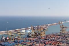 10. MÄRZ 2017 Ansicht des industriellen Seehafens von Barcelona von Montag Lizenzfreie Stockfotografie
