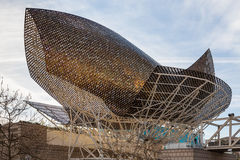 5. MÄRZ 2017 Fischen Sie Skulptur durch Frank Gehry am Hafen Olimpic Mari stockbilder