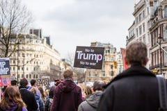März gegen Trumpfpolitik stockfotografie