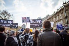 März gegen Trumpfpolitik lizenzfreies stockfoto
