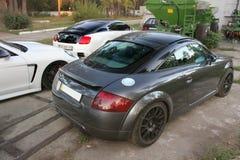 9. März 2017 Kiew Ukraine Audi TT RS und Teil des Autos Porsche Panamera und Bentley lizenzfreie stockfotografie