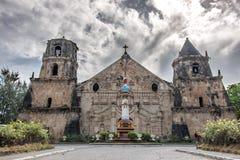 März-11,2018 Menschen, die um Miagao-Kirche an Iloilo-Stadt aufwecken lizenzfreie stockbilder