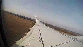 4. März 2017 - Modlin-Flughafen, Warschau, Polen Ryanair Boeing 737-800 entfernt sich in Modlin-Flughafen Innenansicht stock footage