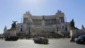 2019 am 21. März: Monument Italiens Rom Vittorio Emanuele II, Touristen auf Exkursionen zur Stadt im Frühjahr stock video