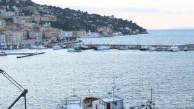 23. März 2018 Porto Santo Stefano, Italien Die Rückkehr des Fischerbootes nach Porto Santo Stefano stock video footage
