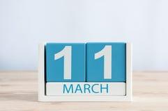 11. März Tag 11 des Monats, Tagesübersicht auf Holztischhintergrund Frühlingstag, leerer Raum für Text Stockbilder