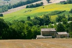 Märze (Italien) - verschönern Sie am Sommer landschaftlich Stockfotos