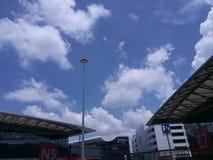 Mässhall för Shanghai världsexpo under den blåa himlen arkivfoton