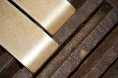 Mässing och Rusty Steel Arkivfoto