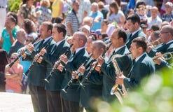 Mässingsmusikband på den folk festivalen i Bulgarien Royaltyfria Foton