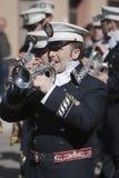 Mässingsmusikbandmusiker, palmsöndag, denna musikband bär likformign av kaptenen av truppen av den kungliga eskorten av Alfonso XI Royaltyfri Bild