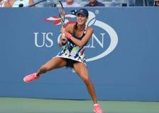 Mästare Ana Ivanovic för storslagen Slam av Serbien i handling under hennes första runda match på US Open 2016 Royaltyfri Bild