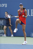 Mästare Ana Ivanovich för storslagen Slam under den fjärde runda matchen på US Open 2013 mot Victoria Azarenka Fotografering för Bildbyråer