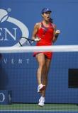 Mästare Ana Ivanovich för storslagen Slam under den fjärde runda matchen på US Open 2013 mot Victoria Azarenka Royaltyfria Bilder