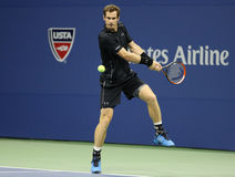 Mästare Andy Murray för storslagen Slam i handling under match för runda tre för US Open 2015 på Billie Jean King National Tennis Arkivbilder