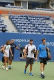 Mästare Andy Murray för storslagen Slam med hans lag och lagledare Amelie Mauresmo som är klar för övning för US Open 2014 Royaltyfria Bilder