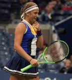 Mästare Jelena Ostapenko för storslagen Slam av Lettland i handling under hennes runda match för US Open 2017 först Arkivbilder