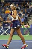 Mästare Jelena Ostapenko för storslagen Slam av Lettland i handling under hennes runda match för US Open 2017 först Royaltyfria Foton
