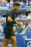 Mästare Rafael Nadal för storslagen Slam av Spanien i handling under hans US Openfinalmatch 2017 Royaltyfri Bild