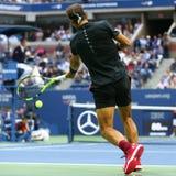 Mästare Rafael Nadal för storslagen Slam av Spanien i handling under hans US Openfinalmatch 2017 Arkivbild