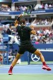 Mästare Rafael Nadal för storslagen Slam av Spanien i handling under hans US Openfinalmatch 2017 Royaltyfri Foto
