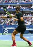 Mästare Rafael Nadal för storslagen Slam av Spanien i handling under hans US Openfinalmatch 2017 Royaltyfri Fotografi