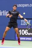Mästare Rafael Nadal för storslagen Slam av Spanien i handling under hans US Openfinalmatch 2017 Fotografering för Bildbyråer