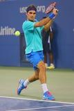 Mästare Roger Federer för storslagen Slam under den tredje rouen Arkivfoton