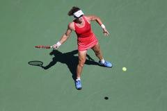 Mästare Samantha Stosur för storslagen Slam av Australien i handling under hennes runda match fyra på US Open 2015 Royaltyfri Foto