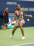 Mästare Venus Williams för storslagen Slam av Förenta staterna i handling under hennes match för runda 3 på US Open 2016 Royaltyfri Fotografi